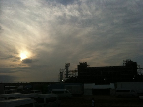 @Yusuke_Yamamoto: やまたつさんはステージ裏で素敵な夕日みながら聴きました #rsr10